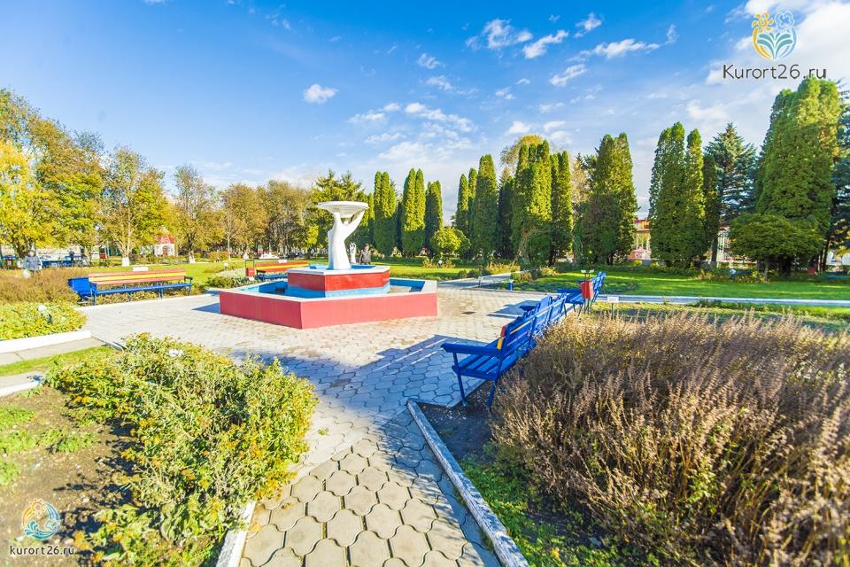 На его территории площадью 22 гектара, рядом с ручьем капельный, находится санаторий виктория